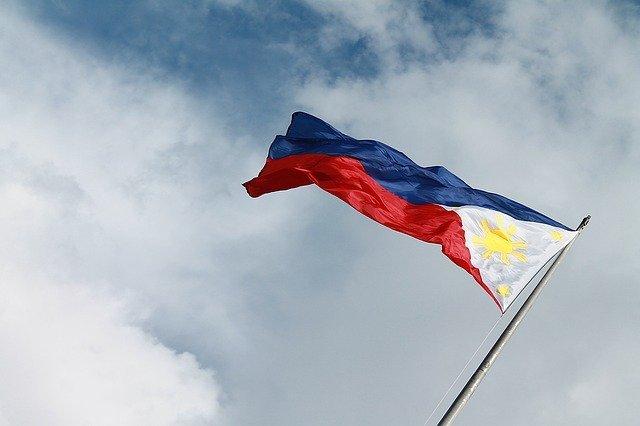 フィリピン国旗に隠された意味とは【状況によって国旗が変わる】