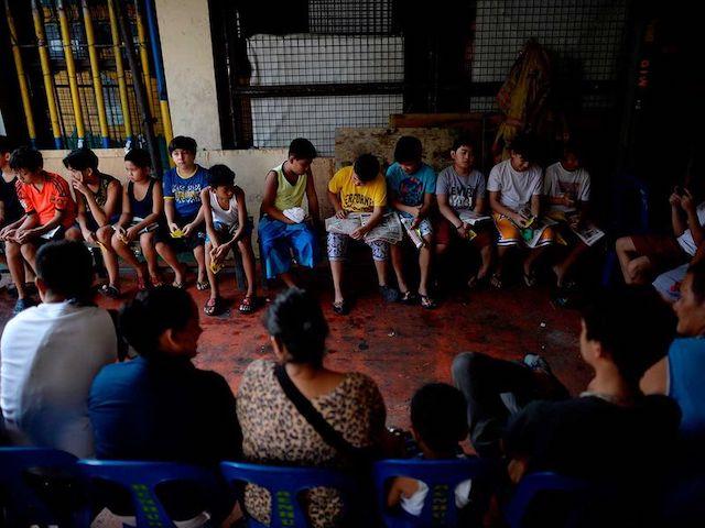 【衝撃の光景】フィリピンには割礼の通過儀礼が存在する